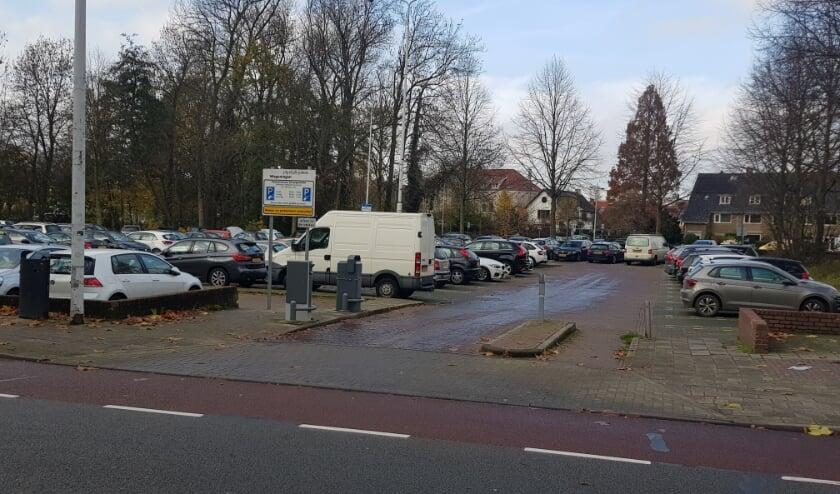 <p>Een parkeergarage op de plek van de huidige parkeerplaats Gevangentoren aan het Plantsoen kan een oplossing voor de parkeerproblemen in het centrum bieden. (foto: Kees Stap)</p>