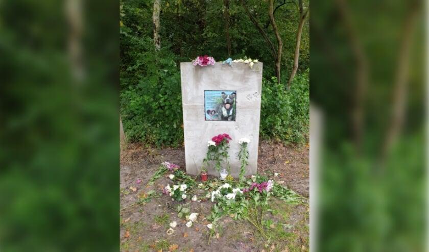 <p>Door een crowdfundingsactie werd geld opgehaald voor een gedenk-kunstwerk voor de hond Batman. (Foto: Dierenambulance)</p>