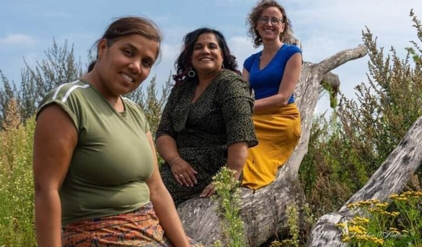 Shanti Tuinstra, Sanumaya Lensen en Randy Dommerholt zitten in het bestuur van Stichting Sarangi. (Eigen foto)