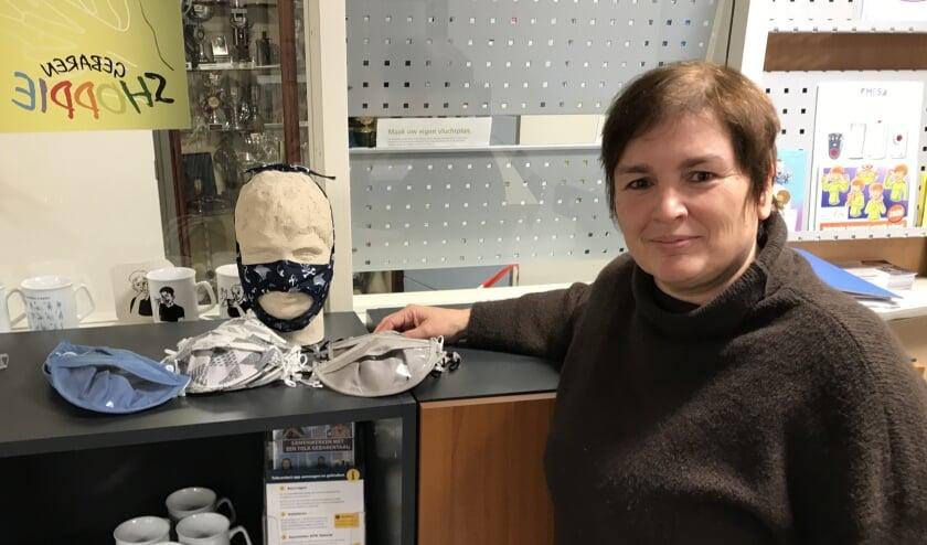 <p>Ildiko Boronkay bedacht samen met FittingSize en SWeDoRo een mondkapje voor auditief beperkten. (Foto: Cathelijne Beijn)</p>