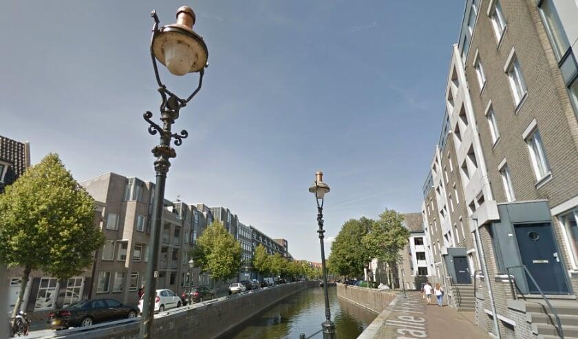 <p>Historische lantaarn aan de Smalle Haven.</p>