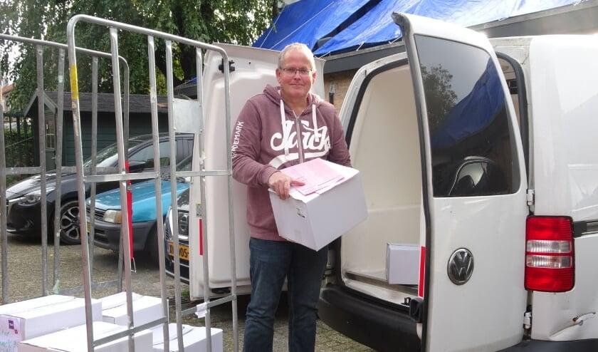 Henk Voskuilen: 'Elke week bezorg ik op vijftien adressen maaltijden voor een hele week.' Foto: Marieke Roggeveen