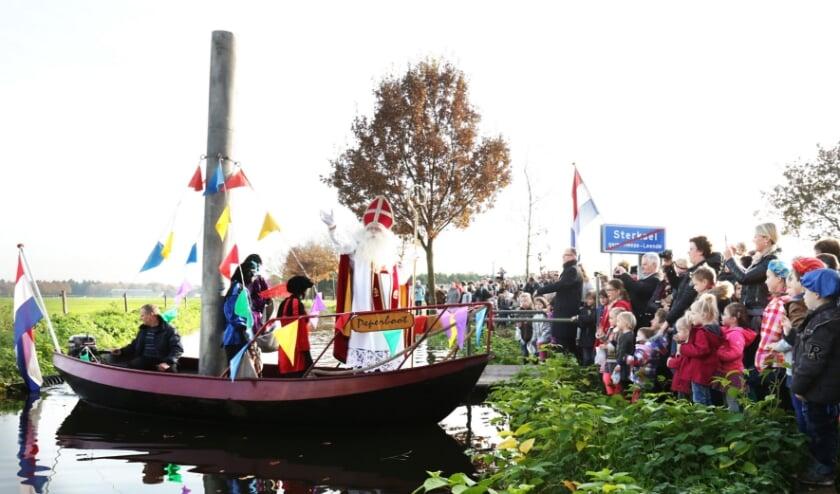 <p>Ook in Sterksel wordt de Sint dit jaar zonder publiek verwelkomd. (foto: archief Jurgen van Hoof)</p>