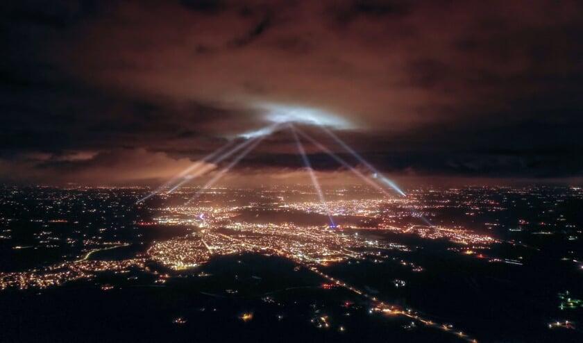 <p>De verbinding door het Oosterlicht treffend in beeld gebracht vanaf een drone. (foto: Frank Bosvelt)</p>