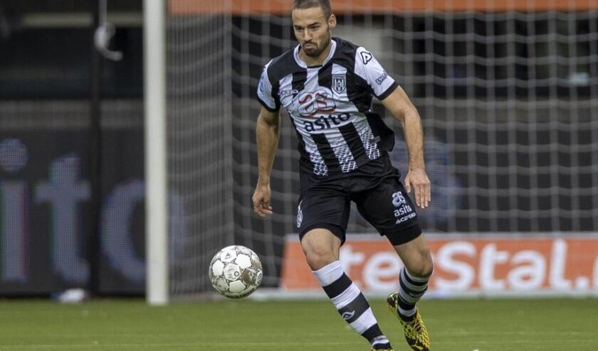 <p>Marco Rente in actie tegen PSV in Erve Asito. (Foto: nesimages)</p>