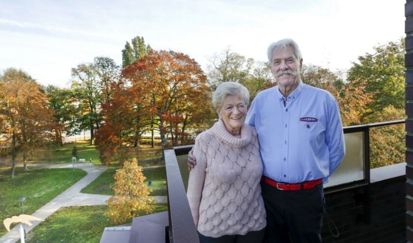 <p>Ad en Elly van Ham-Muskens zijn vijftig jaar getrouwd. Foto: Jurgen van Hoof</p>