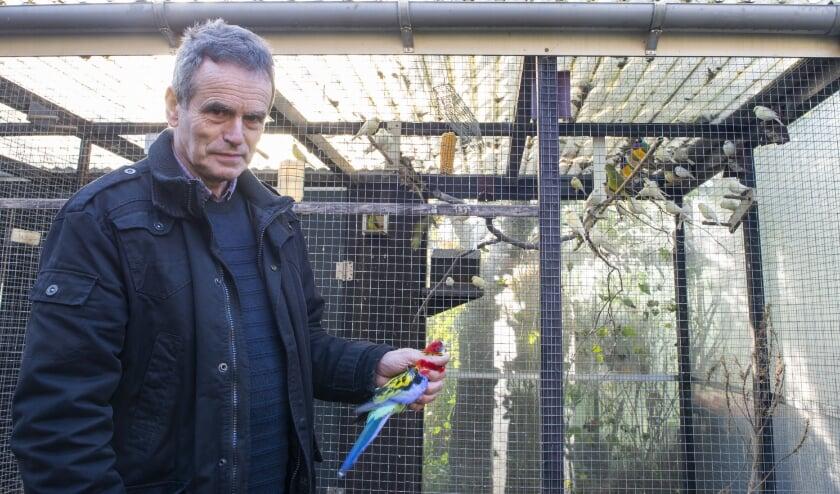 <p>Jan Scholten, voorzitter van De Goudvink in Epe, vertelt over de moeilijke periode waarin de vogelhoudersvereniging zit waarvan hij zelf al zo&#39;n 23 jaar lid is.&nbsp;</p><p><br></p><p>Foto: Dennis Dekker,&nbsp;</p><p>&nbsp; &nbsp; &nbsp; &nbsp; &nbsp; &nbsp; &nbsp; &nbsp; &nbsp; &nbsp; &nbsp; &nbsp; &nbsp; www.mediamagneet.nl</p>