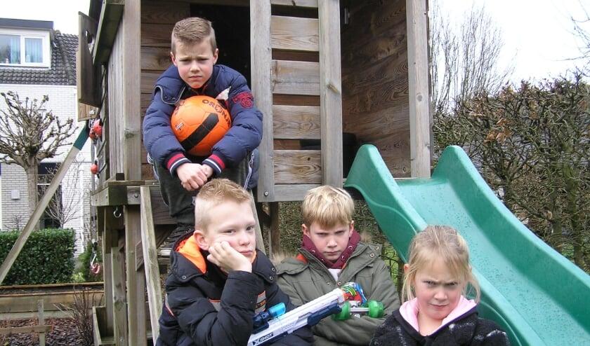 <p>Vigo(boven), Xiem(links), Sem en Noa zijn bang en boos over de plannen om windmolens te plaatsen in hun leefgebied.</p>
