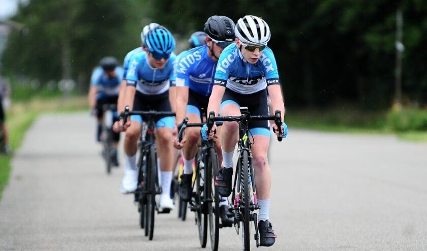 <p>Leden van De Spartaan op de fiets in actie in betere tijden. Foto: Henk Harrevelt&nbsp;</p>