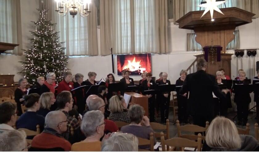 <p>Kerstconcert 2019, koor The Green Forest Selection in de Dorpskerk Kethel Schiedam. (Foto: Ton Kaptein)</p>