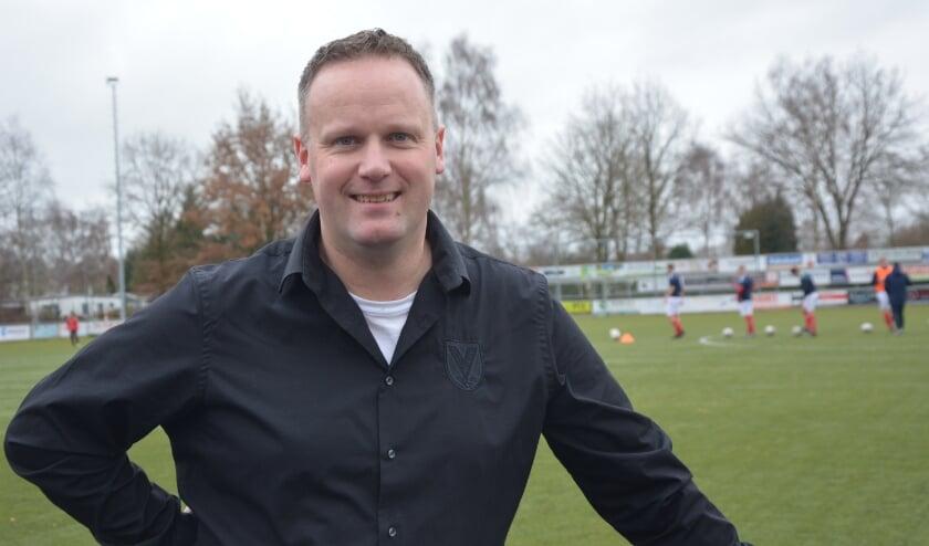 <p>Voorzitter Herman Klaassen van voetbalvereniging Hulshorst ziet toekomst zonnig in.</p>