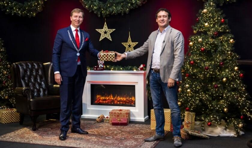 <p>Burgemeester Gert-Jan Kats en wethouder Martijn Beek komen ook naar de studio. (Foto: Richard Sterkenburg)</p>