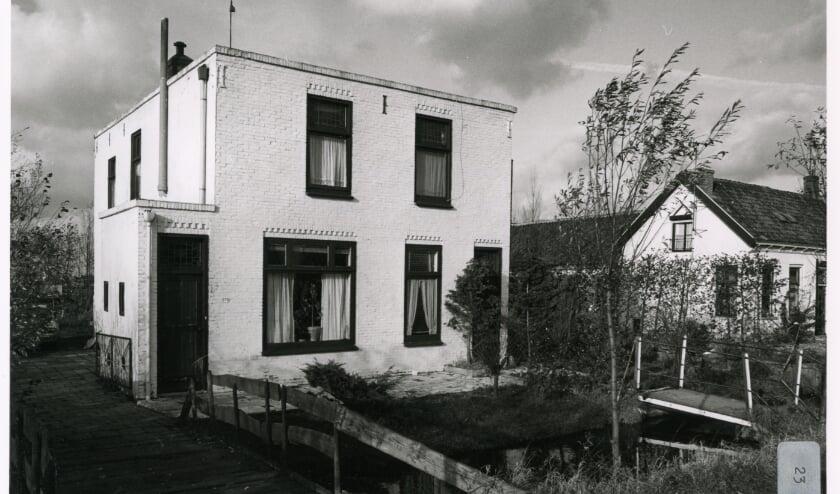 <p>Op de foto uit 1979 zie je het huis dat later op de fundamenten van het caf&eacute; is herbouwd. (Foto: Beeldbank HVC)</p>