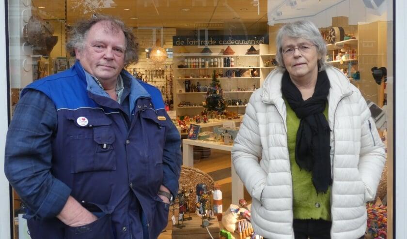 <p>Harrie van Dijk en Ans Bandsma zijn leden van het bestuur van de Wereldwinkel.&nbsp;</p>