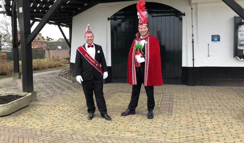 <p>Prins WokkieVlokkie en zijn adjudant De Buizerd.</p>