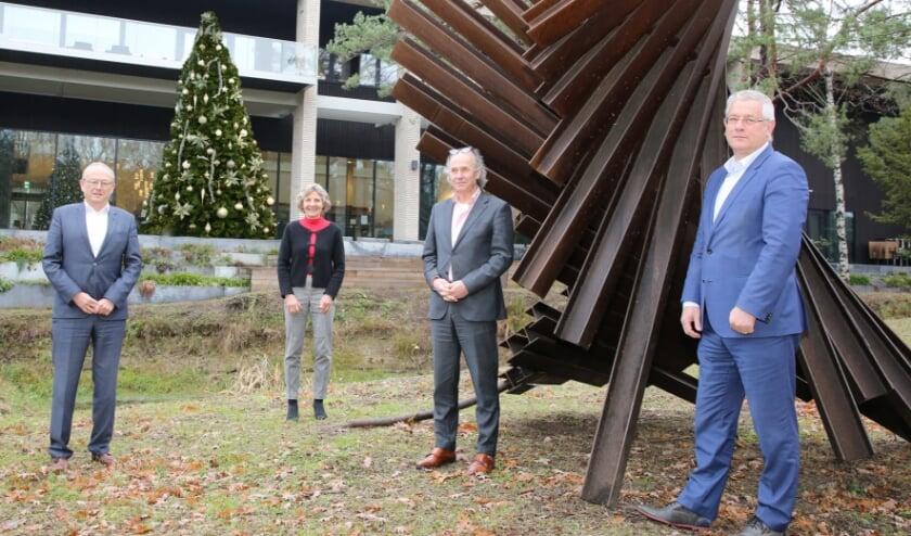 <p><strong>V.l.n.r. Burgemeester Boelhouwer en de wethouders Liesbeth Sjouw, Maarten Pieters en Jan van Burgsteden. Foto: Theo van Sambeek.</strong></p>