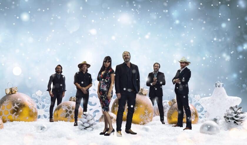 <p>De Def Americans brengen zondag 20 december een kerstode aan hun muzikale held Johnny Cash.</p>
