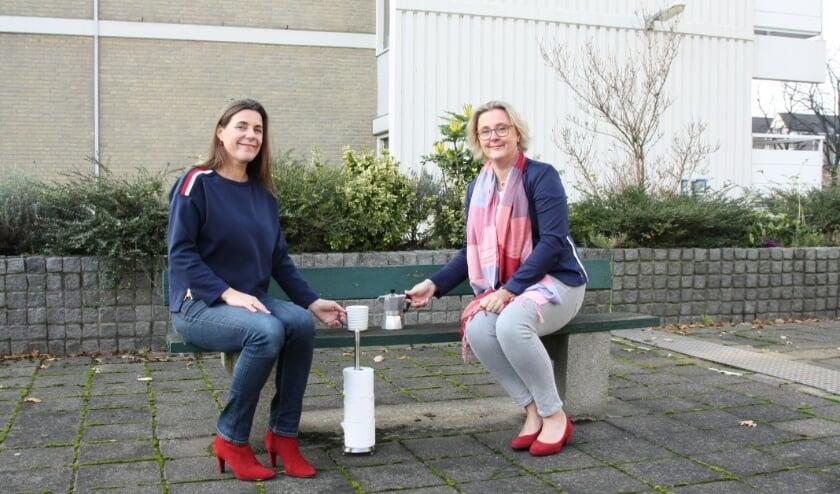 <p>Femke Kooij en Mila Molijn hopen via thuisvoorthuis.nl 12.000 euro op te halen voor mensen die hard worden getroffen door de coronacrisis. Zelf doneerden ze hun thuiswerkvergoeding.</p>