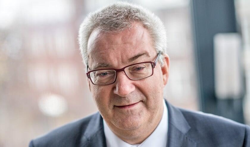 <p>Burgemeester Hans Ubachs: 'Koop lokaal, houd nog even vol, steun elkaar, blijf respectvol en tolerant naar anderen, blijf lid van verenigingen en heb oog voor elkaar.' Foto: Michiel Wasmus.</p>