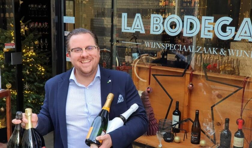 <p>Bij wijnhandelaar Dennis van Veen (33) in Alphen worden de champagnes goed verkocht. FOTO: La Bodega 87&nbsp;</p>