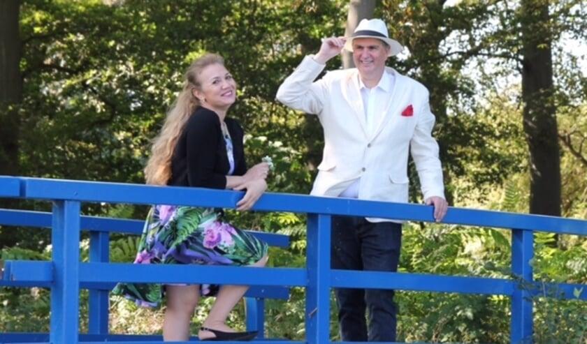 <p>Wiam en Hoss willen met hun gedichtenbundel Ontmoeting van Werelden een brug slaan. Foto: Maarten Willems</p>