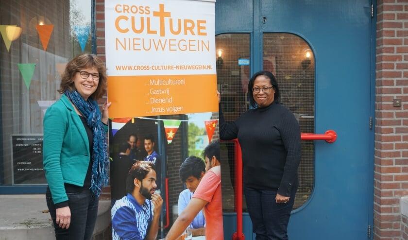 <p>Marjon Hoegée en Debbie Sieders zijn mede-organisatoren van dit initiatief. Foto: Louise Mastenbroek</p>
