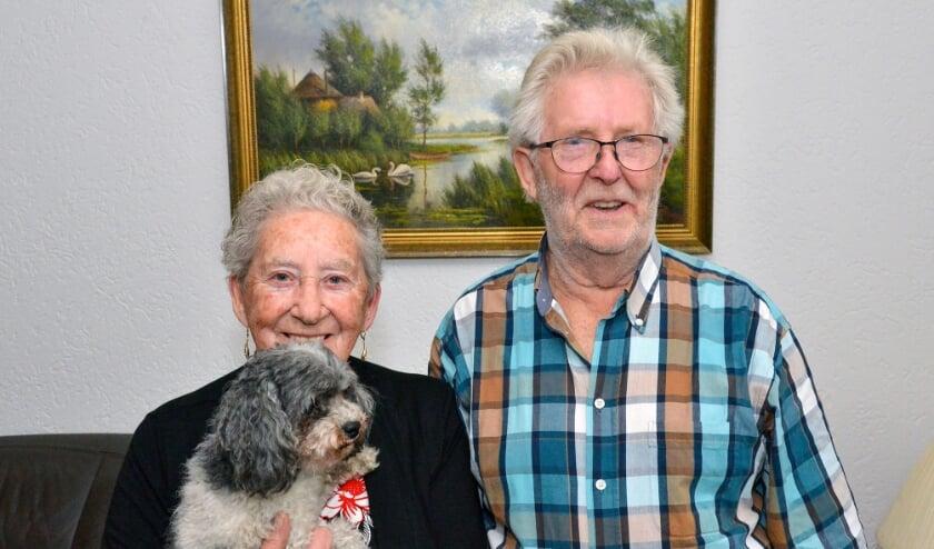 <p>Jan Muller (bijna 82) en Riet Muller-Vermeer (80) uit Willeskop waren vorige week woensdag 60 jaar getrouwd wat ook wel een diamanten huwelijk wordt genoemd. Foto: Paul van den Dungen</p>