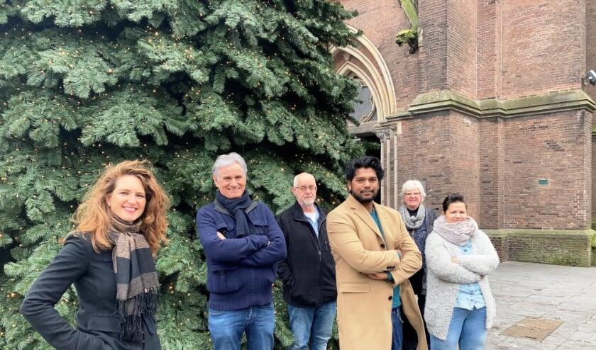 <p>Jill Oomen, Hugo van Rooij, Rob Kosterman, Ryan Bahadoer, Anneke Nieuwenhuizen en Mira van Ooijen.</p>