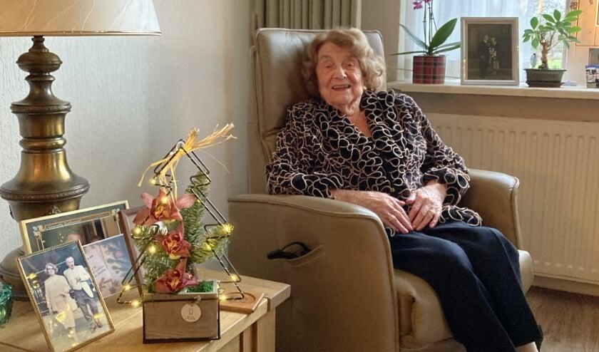 <p>De 98-jarige mevrouw Den Boesterd hoopt Jan van Zanen te verwelkomen op haar 100e verjaardag. Foto: Roberto Cancian</p>
