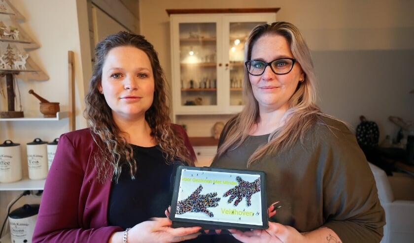 <p>De nichtjes Miranda en Charona Bos zijn de oprichters van de Facebookgroep &lsquo;Voor gezinnen met minder Veldhoven&#39;. FOTO: Bert Jansen.</p>