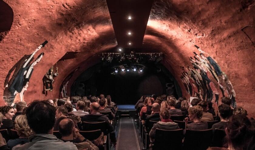 <p>Het Werftheater aan de Oudegracht, dat normaliter plaats biedt aan honderd mensen, zorgt voor een knusse ambiance. Foto: Yvonne Groeneveld</p>