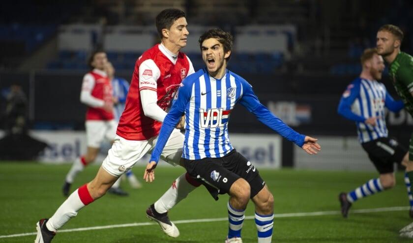 <p>Iker Pozo schreeuwt het uit nadat hij de 1-0 op het scorebord heeft gezet. (Foto: Johan Manders).</p>