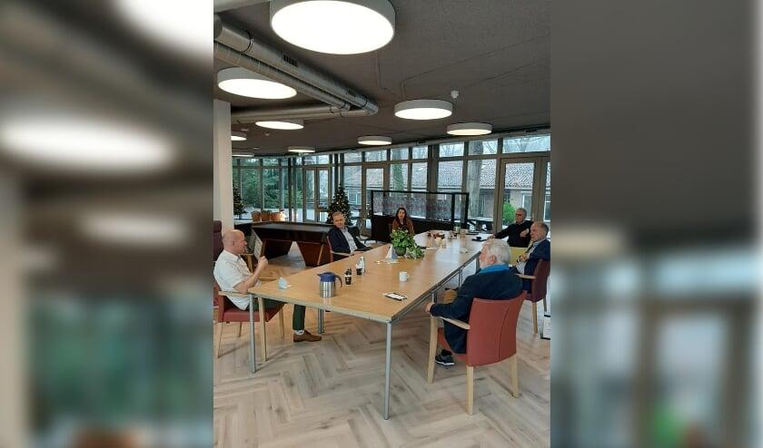 <p>Vertegenwoordigers van enkele organisaties namen plaats aan een gesprekstafel.&nbsp;</p>