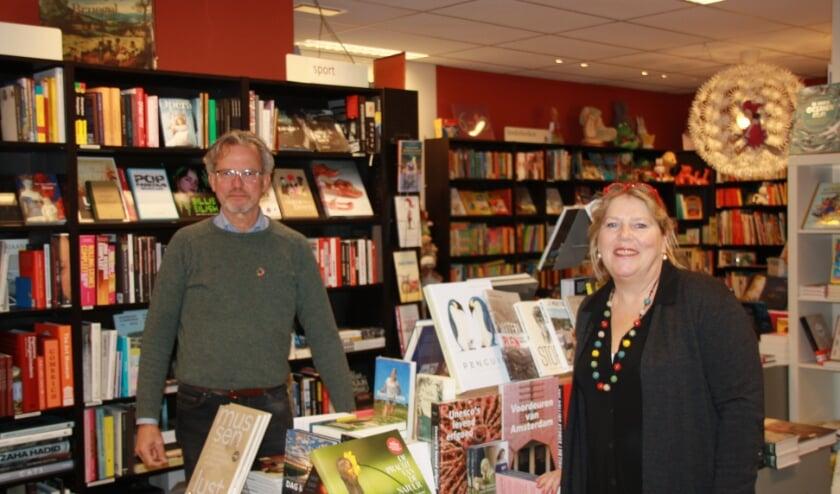 <p>Jan Peter Oosterloo van Ekoplaza en Ike Bekking samen in de Bilthovens Boekhandel - Koop lokaal dat is goed voor ons allemaal</p>