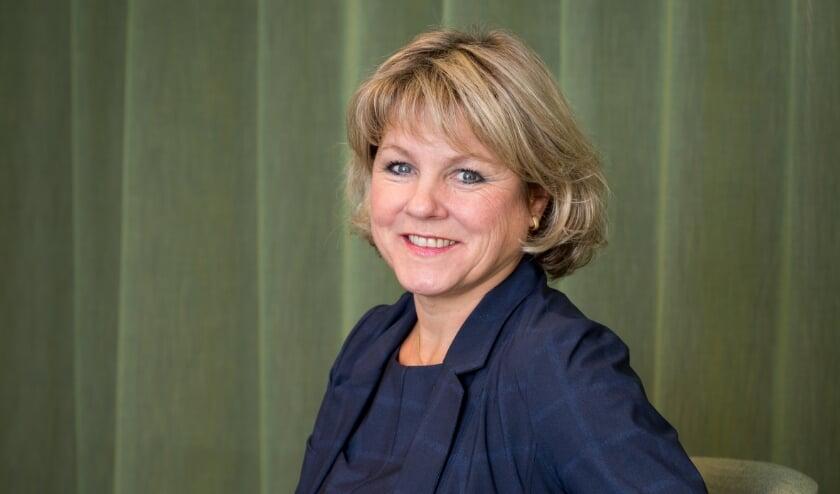 <p>Burgemeester Tanja Haseloop-Amsing voelt zich helemaal thuis in Oldebroek. (Foto: Herman van der Wal / Gemeente Oldebroek)</p>