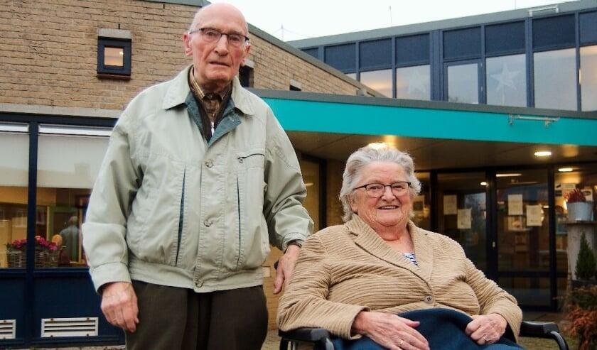 <p>Het echtpaar Maassen van den Brink is 60 jaar getrouwd. (Foto: Gert Perdon)</p>