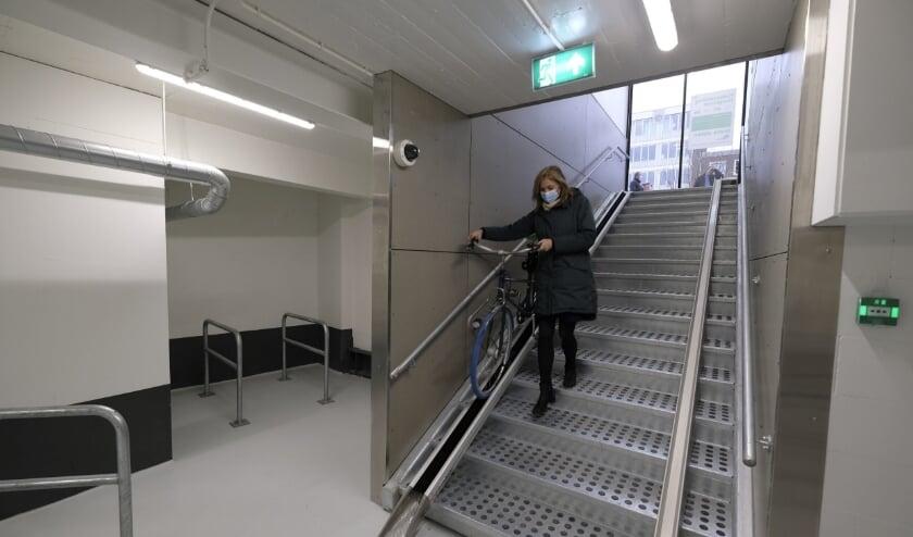 <p>De nieuwe fietsenstalling is woensdag 2 december geopend door wethouder Judith Bokhove.</p>