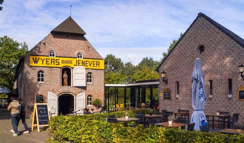 De Spoordonkse watermolen is goed te herkennen aan het bord met de opdruk 'WYERS OUDE JENEVER'. Foto:  Peter Hoeks