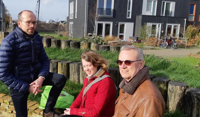 Architect Arnold Homan en bewoners Joppe van Noort en Cock van Bruggen zijn trots op hun woonproject 'Geworteld Wonen'.
