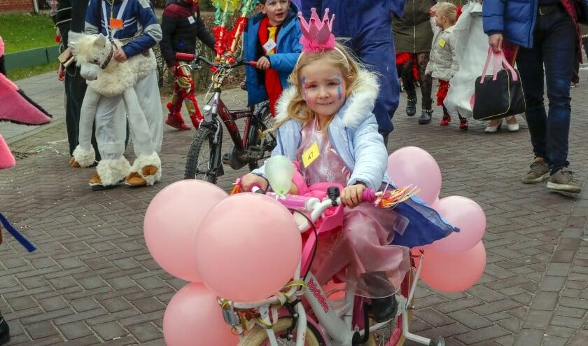 <p>De Elfstedentocht kent ook &#39;n alternatief... Wat blijft is dat de kinderen mooi carnavalesk verkleed deelnemen. FOTO: Bert Jansen (archief).&nbsp;</p>