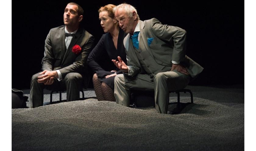 Acteur Johan Leysen speelt Beckett. De Ierse schrijver poogde de herinneringen en spoken die hem achtervolgen van zich af te schrijven.