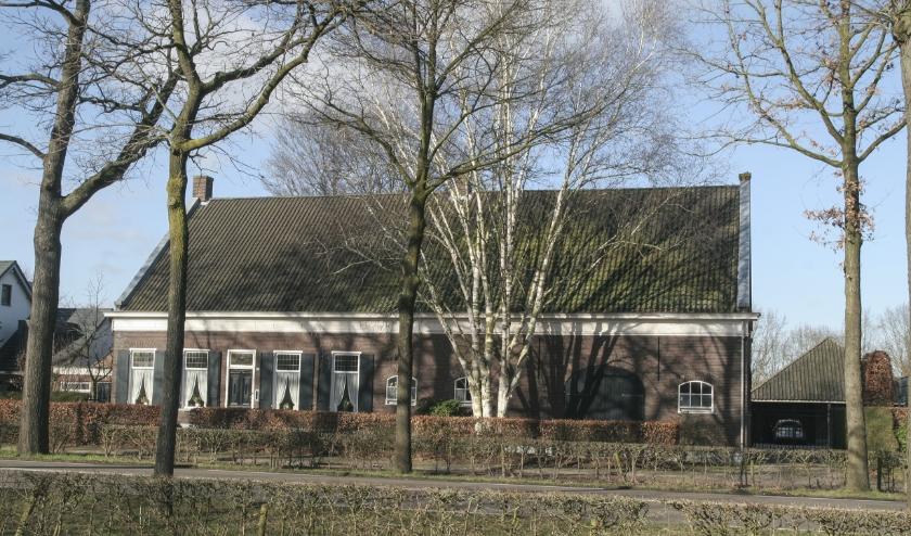 Een gaaf exemplaar van een 19e-eeuwse langgevelboerderij met een verwijzing naar het vroegere agrarische karakter van dit deel van Tilburg. www.heemkundekringtilburg.nl