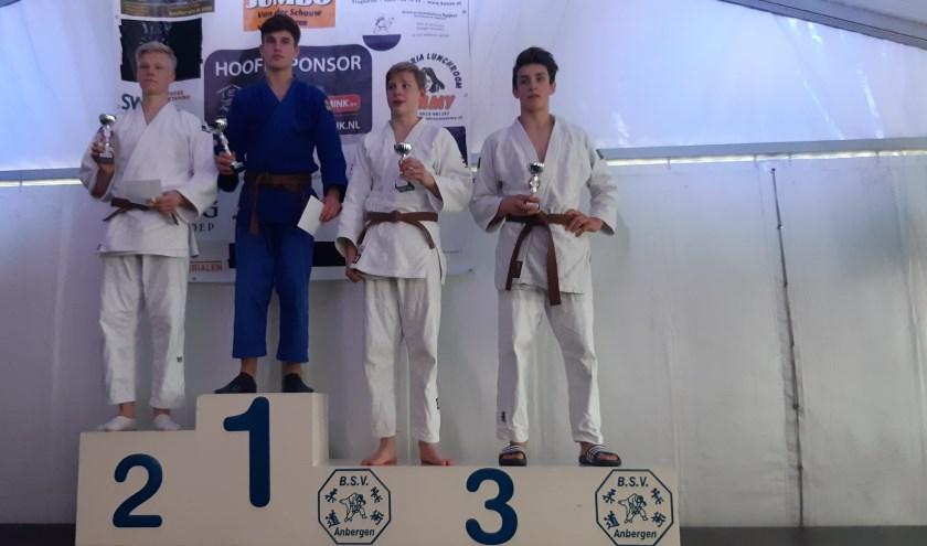 Kemen Auteri (blauw) kampioen in Slagharen. (Eigen foto)