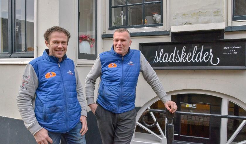 Rob en Ronald van den Berg geven de Stadskelder na kleine renovatie de nieuwe naam 'Brasserie Broers'.  (Foto: Paul van den Dungen)