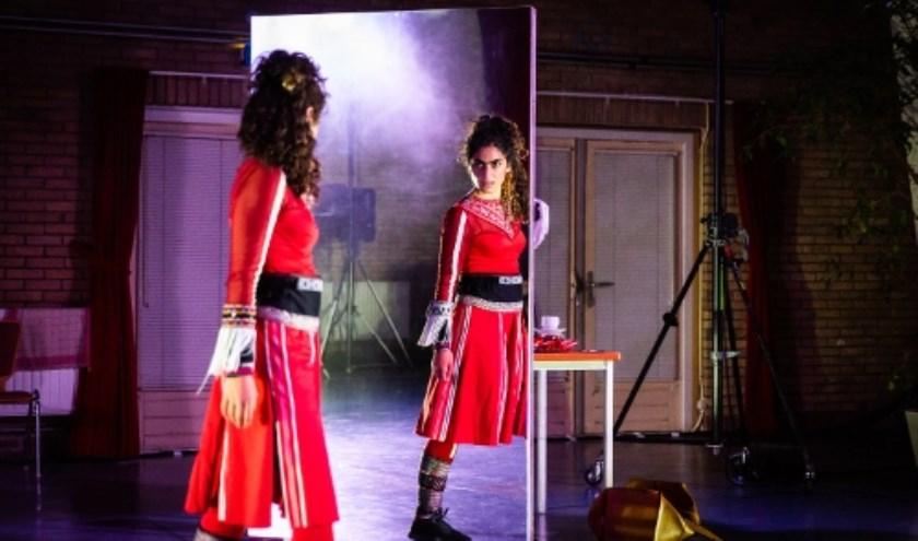 Oerol 2018, Maas Theater en Dans met 'Uniform'. (Foto: Nichon Glerum)