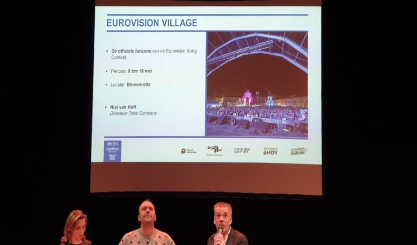 Rechts Niel van Hoff, directeur van her bedrijf dat het dorp gaat bouwen.