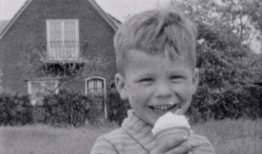 Paultje Kaal laat zich het ijsje goed smaken. (foto: Bart Hendricksen)