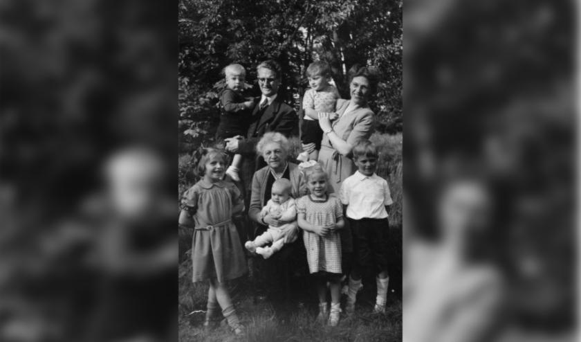 Het gezin Breukel-Moller in 1949 (coll. Chr. van den Besselaar).