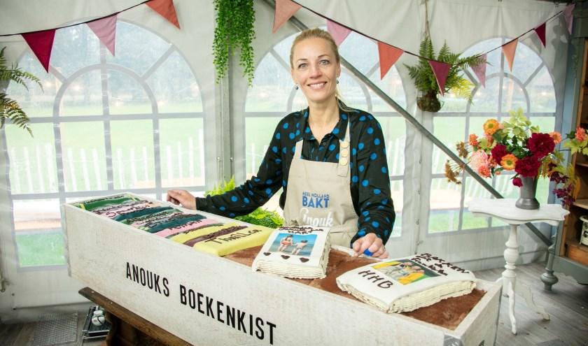 De Bossche Anouk Glaudemans heeft Heel Holland Bakt gewonnen. In de finale maakt ze onder andere het spektakelstuk 'Anouks boekenkist'.