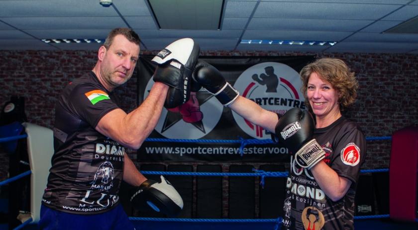 Deverra Jansen in de ring met Roberto van Osch van Sportcentre Westervoort.